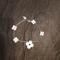 Bracelet fleurs argent de Clio Blue